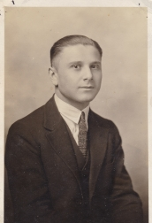 Spiro (Frank) Karis