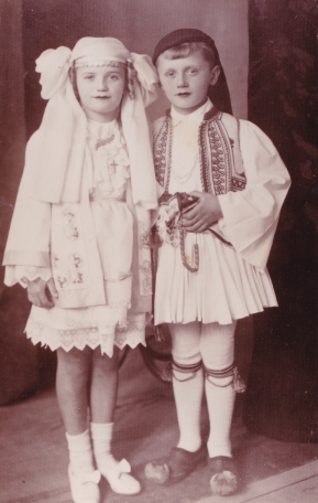 Ted and Ariti, in traditional clothes
