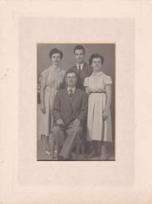 Chris's father, brother (Peter), and two sisters